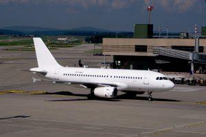 Derechos de los pasajeros de avión: conoce cómo defenderlos con la asociación de consumidores Actora Consumo
