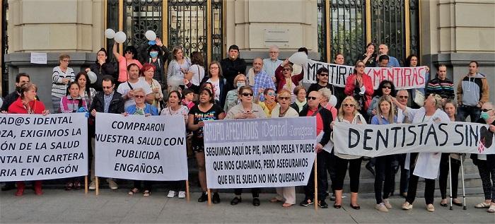 Las afectadas por iDental, en la movilización realizada en Zaragoza.