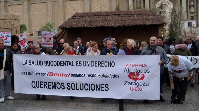 Movilización de afectados por iDental en Zaragoza.